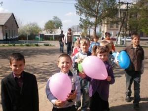 Центр социальных проектов будущего и Укркоммунбанк передали товары первой необходимости воспитанникам Стахановской школы-интернат №2