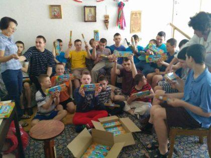 Сладости в честь праздника для детей с интернатов